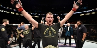 <a href='../fighter/Stipe-Miocic'>Stipe Miocic</a> celebrates after his unanimous-decision victory over <a href='../fighter/francis-ngannou'>Francis Ngannou</a> of Cameroon in their heavyweight championship bout during the UFC 220 event at TD Garden on January 20, 2018 in Boston, Massachusetts. (Photo by Jeff Bottari/Zuffa LLC/Zuffa LLC via Getty Images) - Газета Волгоградская правда