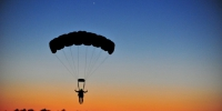 Parachuting landing parachutist person gliding sunset sky clouds 1356053 - ИА НовостиВолгограда.ру